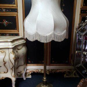 antikna-stilska-lampa