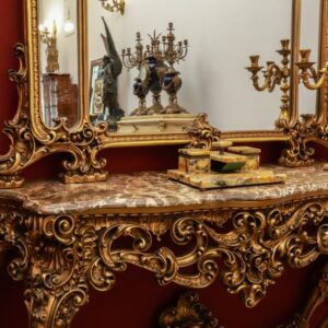 velicanstvena-drvena-konzola-mramornom-plocom-ogledalom-slika-122904402