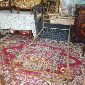 metalni krevet starine
